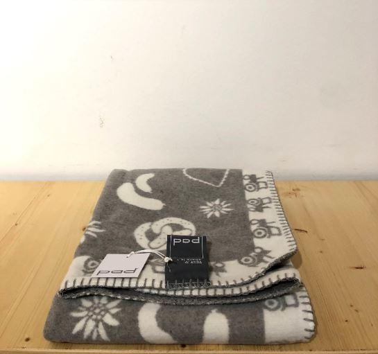 LAUSER blanket